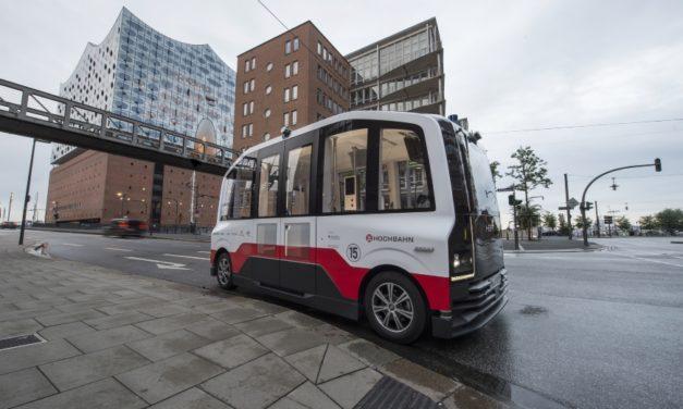 Erste Testfahrt: Selbstfahrender Elektro-Kleinbus in der Hafencity